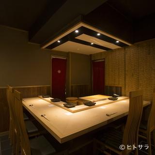 個室もカウンタースタイルだから、同様の空気感で味わえる