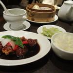 南翔饅頭店 - 黒酢の酢豚セット