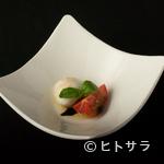トラットリア フィオーレ - 水牛モッツァレラチーズと美味トマト(カプレーゼ)