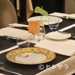 ル レストラン マロニエ - エルメスの食器やカトラリー、バカラのグラスでの丁重なもてなし