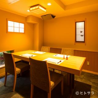 接待や記念日に。洗練された和テイストの完全個室を5室完備