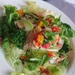 ナツかふぇ - 香草チキンのサラダ丼