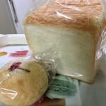 inoue - 角食パンと桜あんぱん