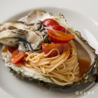 旬の美味しいものをテーブルへ。野菜や魚介の仕入れは季節を意識