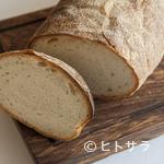 トラットリア・アルベロ - 現地では食事に欠かせない、パンは自家製で現地同様の美味を追求