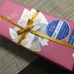 66101887 - ちょっとレトロ感がある素敵な包装紙!
