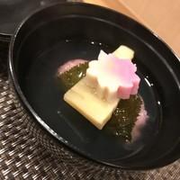 池袋 一龍庵 - 季節のお椀(鯛の桜蒸し)