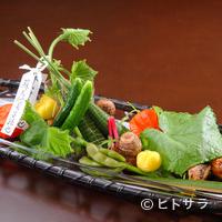 弧玖 - 祇園祭で華やぐ古都の夏を、彩り豊かに表現した7月の『八寸』