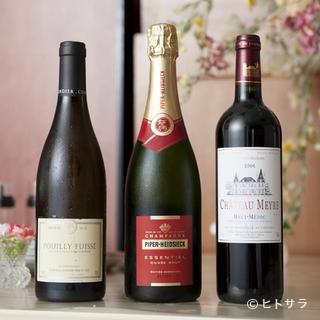 派手さはないものの、クラシカルな料理に合うワインが揃います