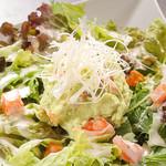 生湯葉とアボガドの和風サラダ