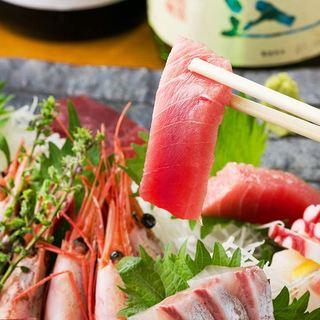 豊洲直送。日本各地の朝獲れ新鮮鮮魚の刺身盛りをご堪能頂けます