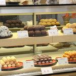 ヤマザキプラザ - 店内で製造した大人気の豆大福等、当店でしか味わえない商品も取り揃えております。