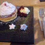 木と水と土と - 桜パンケーキ 1080円