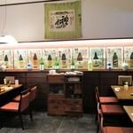 和食・酒亭 神田さくま - 入店して右側にある テーブル席。