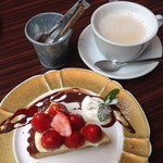 Huit - 苺のタルト&ミルクティー