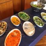 66114145 - 地中海式サラダバーの一部。生野菜も新鮮で美味!