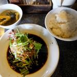 シャンウェイ - 蒸し鶏の葱醤油890円