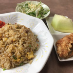 味平 - スタミナラーメン定食のチャーハン・唐揚げ・サラダ・デザート