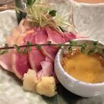 地鶏専門個室居酒屋 官兵衛 - 厳選地鶏のタタキ ~新鮮な地鶏を薬味と共に~