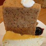 KEL cafe - ジャスミン茶のシフォンケーキ(上) ベイクドチーズケーキ(下)
