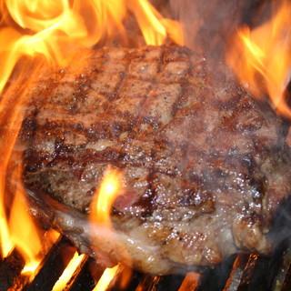 [超厚切り!]炭火で焼き上げる極上ステーキ!