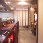 地鳥料理 万徳 別亭 安東 - 店内、暖簾奥はテーブル席