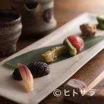 つる瑠 - 『おまかせ料理』の一皿、季節に合わせた色とりどりの料理が並ぶ『前菜』