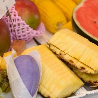 毎朝市場から仕入れる、新鮮で美味しい野菜や果物が味わえるお店