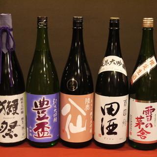 青森の地酒30種類を取り揃えてます