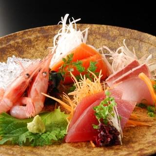 瀬戸内海のお魚を中心に「造り」を各種用意。
