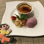 Osteria e bar R - デザート盛り合わせ(オレンジ風味クレームブリュレとブドウのジェラート)