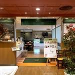 カフェ クッチーナ&カンパニー - 店内の入り口。服屋さんの中を通った先がこちらのカフェです。