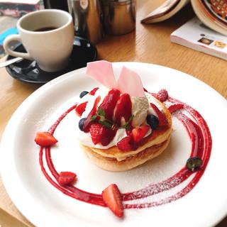 カフェ クッチーナ&カンパニー - ベリーミルフィーユパンケーキ