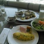 66130448 - 朝食。オムレツもふわふわで美味しかったです。