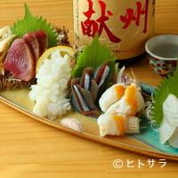 銀座魚勝 - 季節に合わせた旬の鮮魚を味わえる『刺身盛り合わせ』1300円〜(一人前)