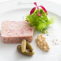 ジランドール - 肉々しい食感にハーブをきかせた『パテ ド カンパーニュ マスタードミモザとハーブサラダ』