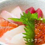 しらすくじら - 自家製の胡麻ダレが素材の味を引き立てる『海鮮丼』