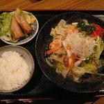 6614602 - 日替り麺のランチ「海鮮塩焼きそば、春巻」(790円)