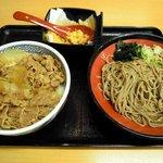 そば処 吉野家 - 牛丼と十割そばセット 680円