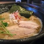 麺屋 天孫降臨 - 天降らー麺(塩) + 濃厚玉子かけごはん  920円