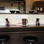 麺乃 Hou 鳳翔 Sho - カウンター席は6、テーブル席1