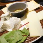 炭焼きイタリアン酒場 炭リッチ - チーズ盛り