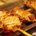 炭火串焼き 鶏せんぼん - 備長炭でじっくり焼いています