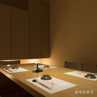清廉さを感じさせる個室で、大切なお客様をおもてなし