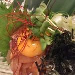 鮮魚個室居酒屋 利休 - 卵黄乗せ海鮮ユッケ