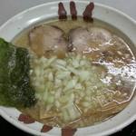 らぁ麺ほっしん - 背油醤油ラーメン 680円   玉ねぎトッピング 100円