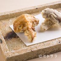 日本橋 蕎ノ字 - 蕎麦つゆに使うかえしと、塩の2種で味わう『玉取茸』
