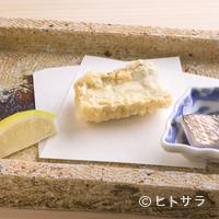 日本橋 蕎ノ字 - 軽く炙った刺身とともに供し、その味の違いを楽しませる『太刀魚』