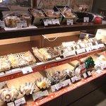 Patisserie Emu Kyoto - 焼き菓子棚01