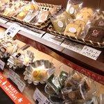 Patisserie Emu Kyoto - 焼き菓子棚02